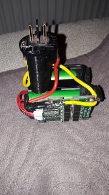 Wkrętarka akumulator - Li-ion- nie startuje przy szybkim naciśnięciu przycisku