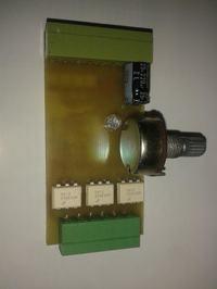 Miniaturowy sterownik trójfazowego mostka mocy.