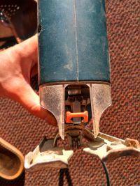 Wyrzynarka Black&Decker KS631 nie trzyma noża