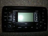 Trzaski przy włączaniu radia samochodowego Blaupunkt Travel Pilot