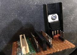 Mały internetowy sterownik przekaźników/oświetlenia w obudowie po tunerze Sat