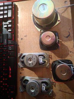 Wzmacniacz z głośnika w projekcie głośnika bluetooth.