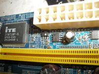 P�yta g��wna GA-945GZM-S2 - uszkodzony tranzystor przy z�aczu ATX