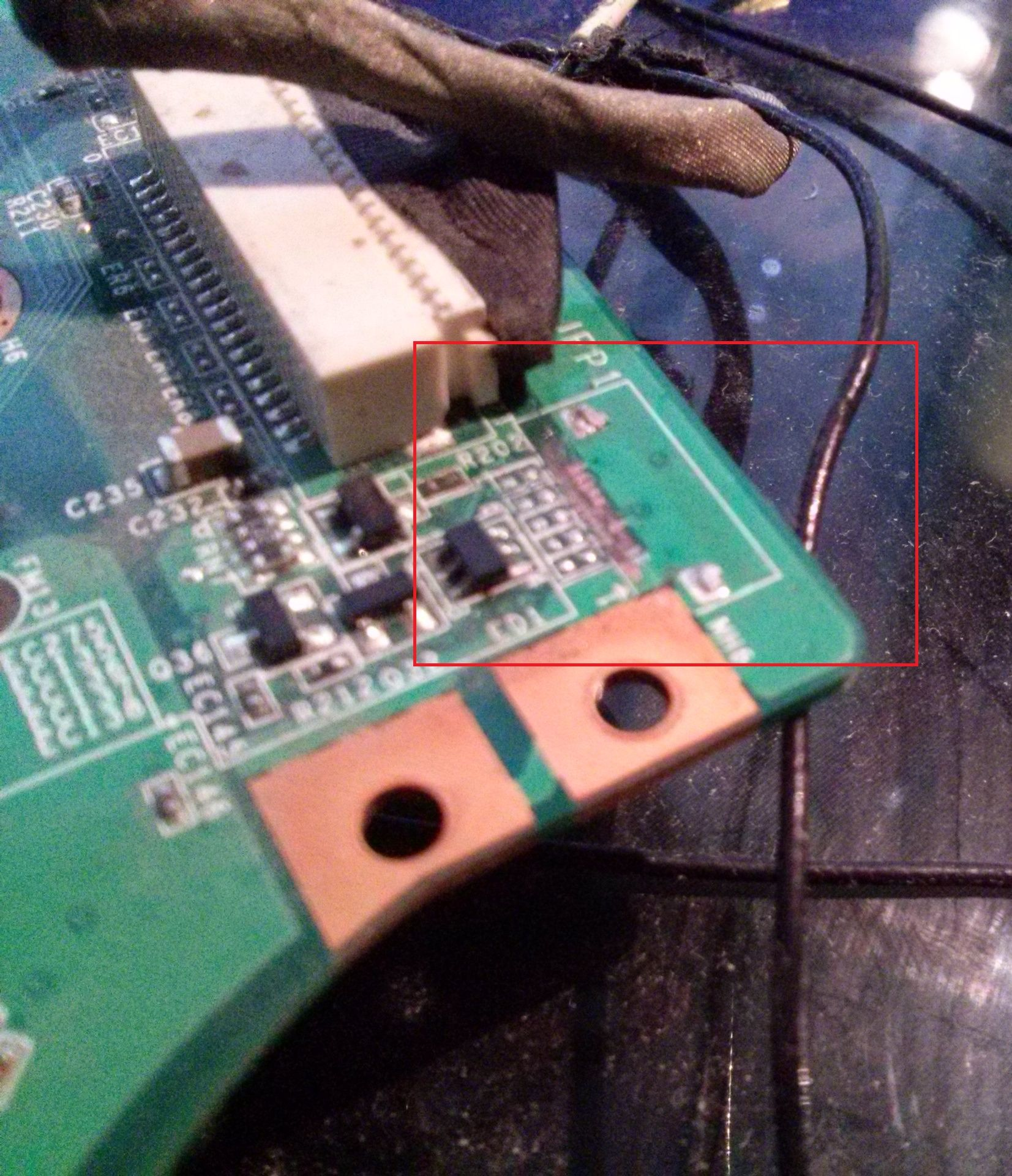 MSI VR610 - Wyrwane gniazdo od p�ytki w��cznik�w