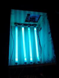Naświetlarka UV na bazie solarium do twarzy.