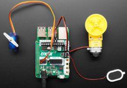 Crickit HAT - nakładka sterownika silników i serwomechanizmów dla Raspberry Pi