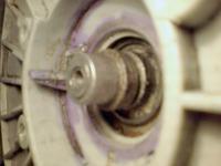 Whirlpool AWT 2084 - cieknie woda