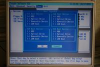 Czarny ekran przed ładowaniem systemu.
