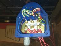 Uszkodzony wyłącznik instalacyjny Moeller B32 A