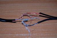 Kabel sluchawek pogryziony - dziwne kabelki