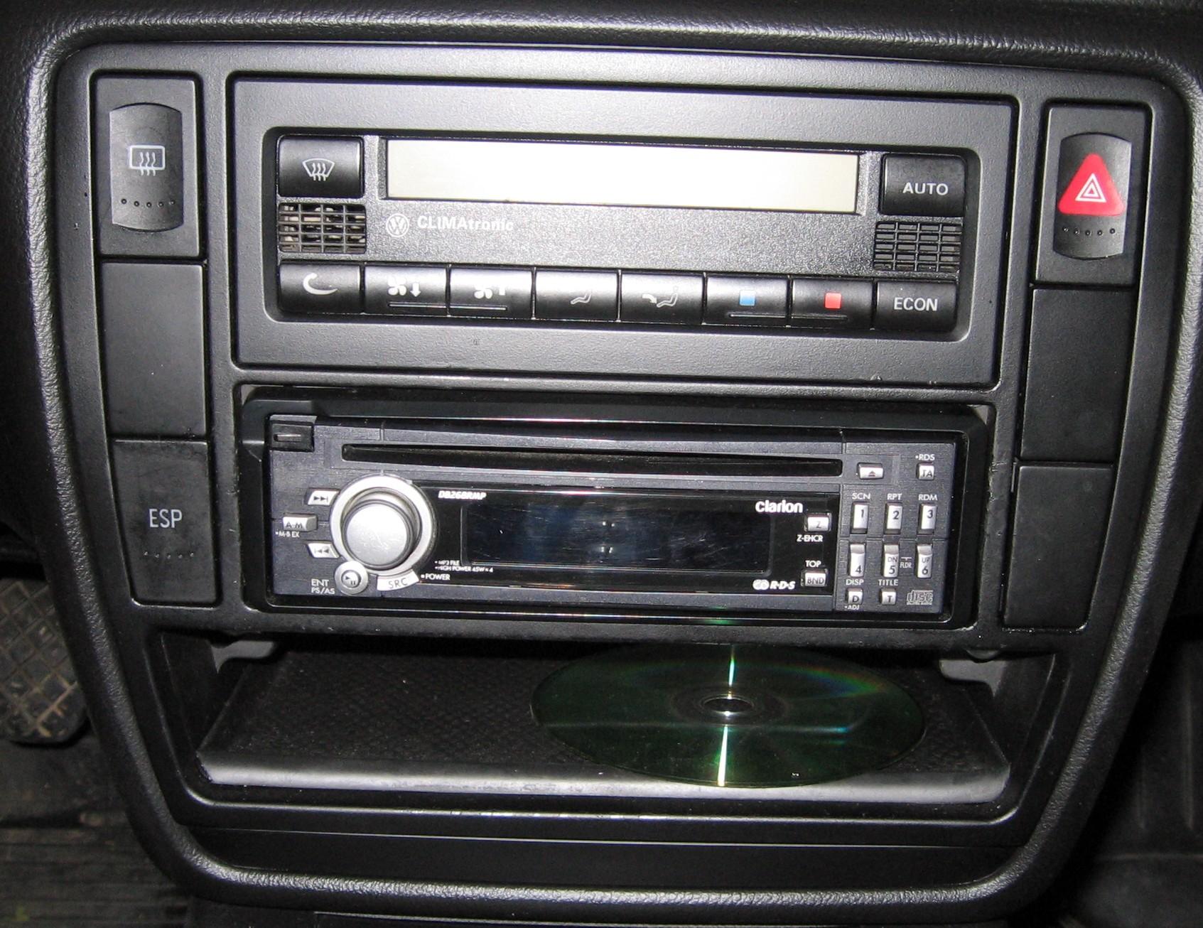 Jak wyj�� radio Clarion z Passata b5 fl