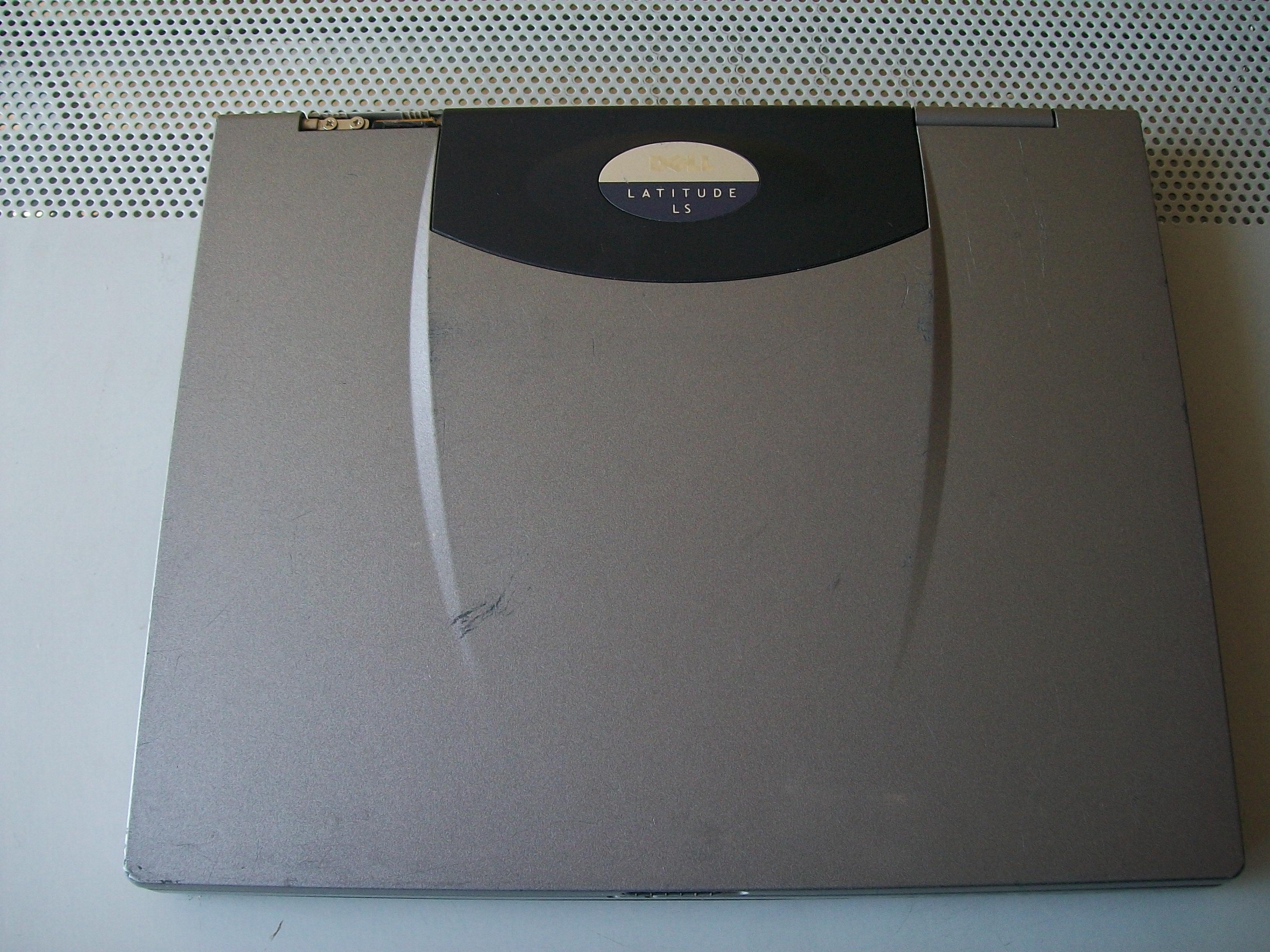 [Sprzedam] Kilka starszych laptop�w (du�o zdj��) warto zaj�e�.