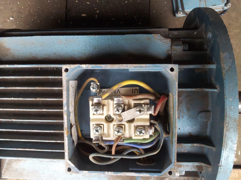 Automatyczny rozruch gwiazda-tr�jk�t silnika klatkowego.