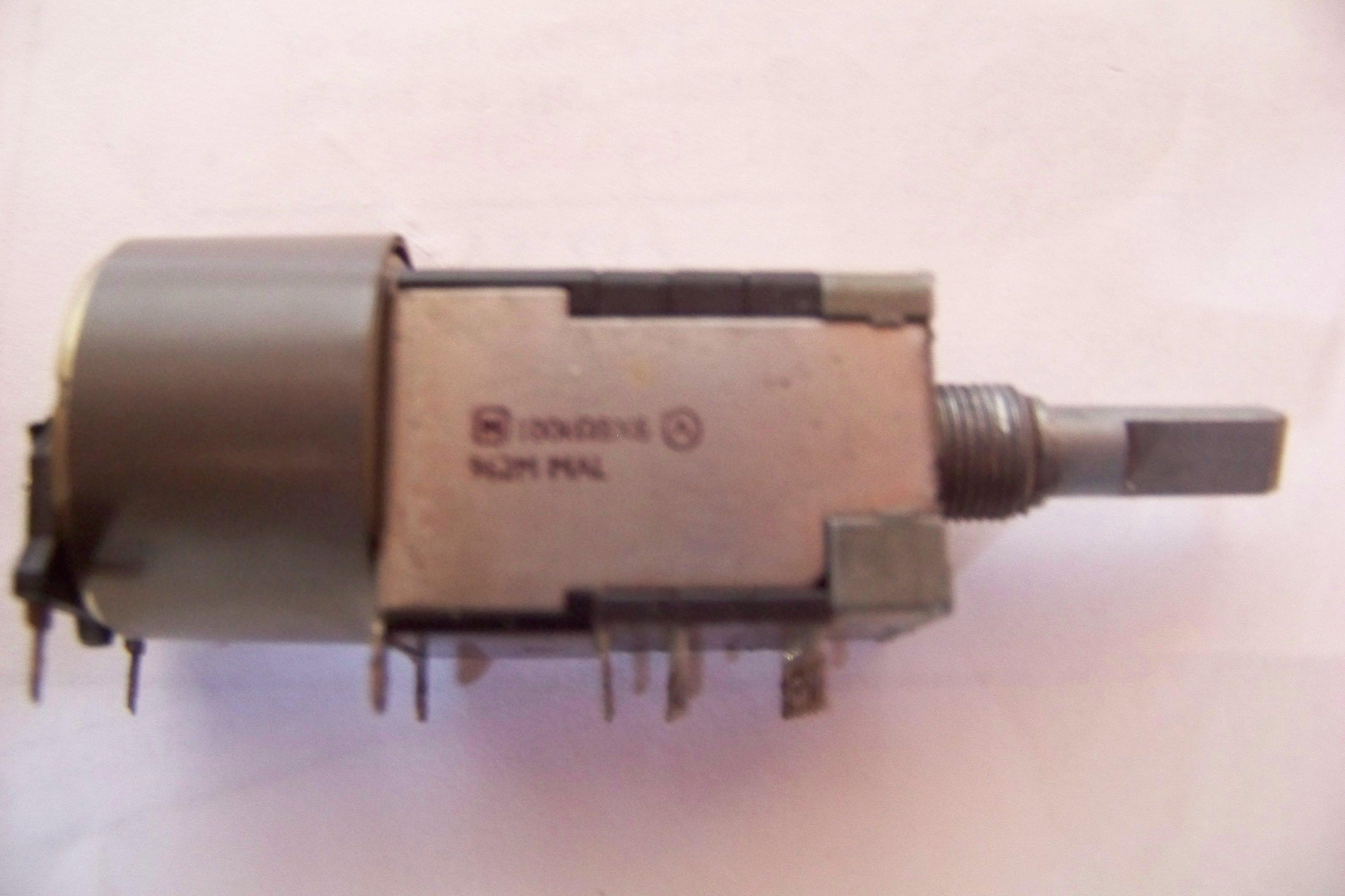[Kupi�] Potencjometr EUWM6A026B15 100kOmBX6 od Technicsa SA-AX530/540/6/710