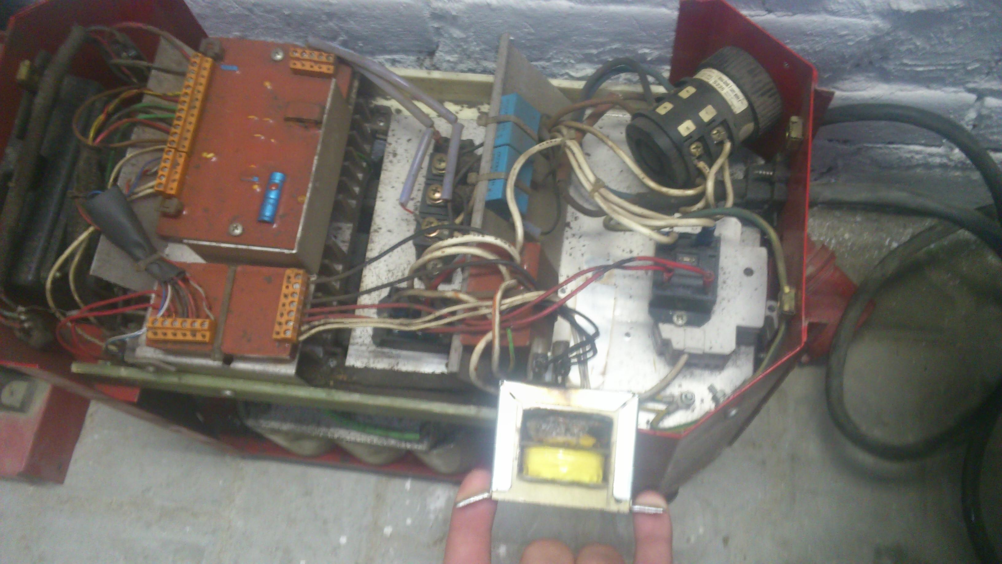 Skand Weld Sweden Type E 350 spalony transformator? Pomoc w ident. lub schemat