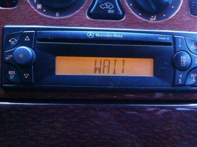 Jak wygenerowa� i zatwierdzi� kod? Mercedes Benz Sound 30