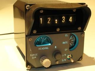 Zegar cyfrowy z wska�nik�w stosowanych w samolotach.