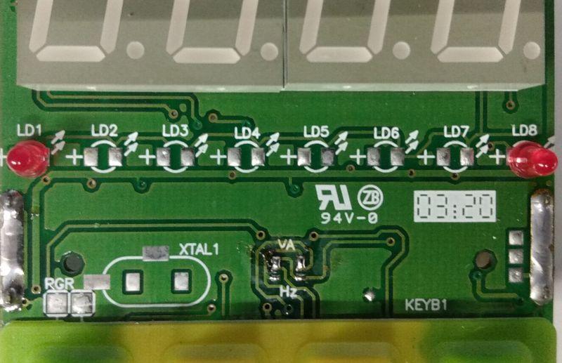 Panelowe mierniki prądu i napięcia AC serii DC-72, zaglądamy do środka