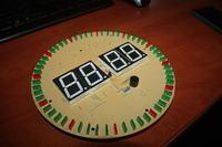 Zegar naścienny z elektroniczną tarczą LED