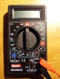 Jak ustawić multimetr aby sprawdzić zużycie prądu w aucie?