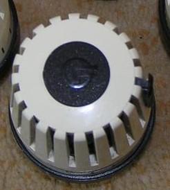Głowica termostatu kaloryfera z literką F - jaki producent?