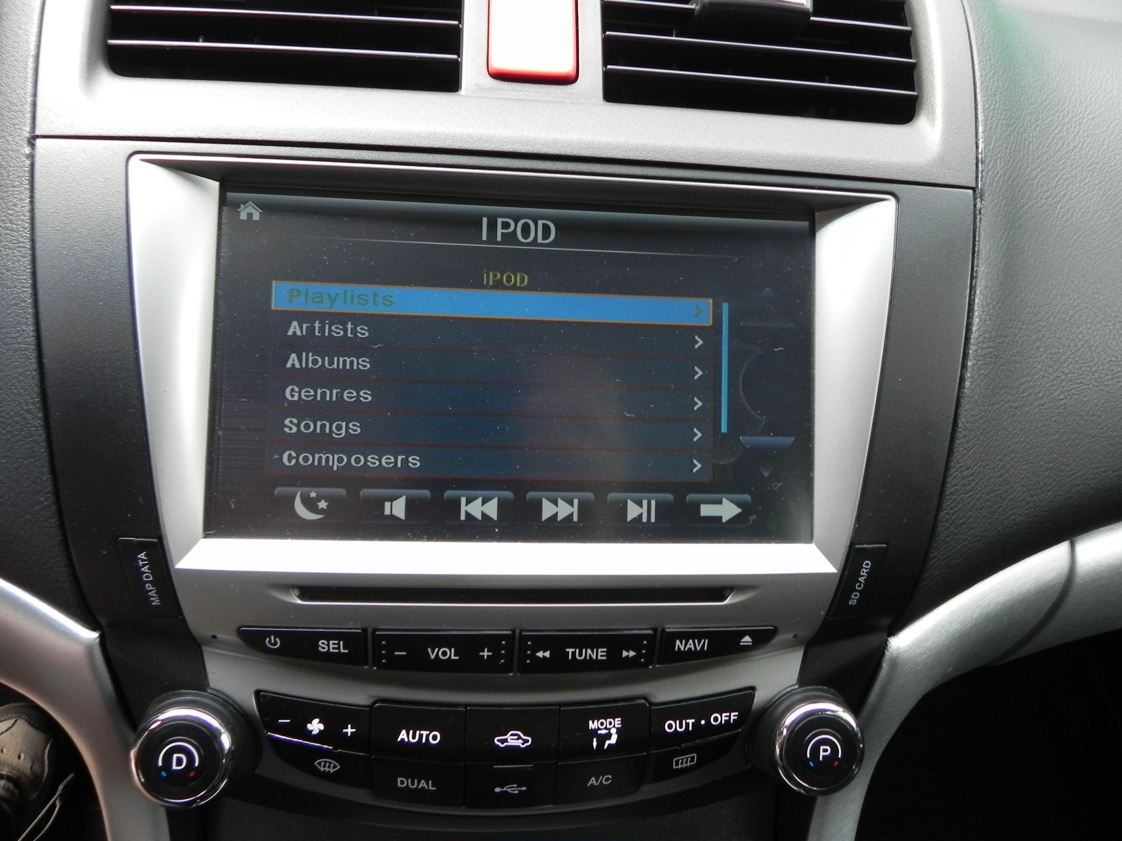 Honda Accord VII - Monta� DVD w zag��wkach