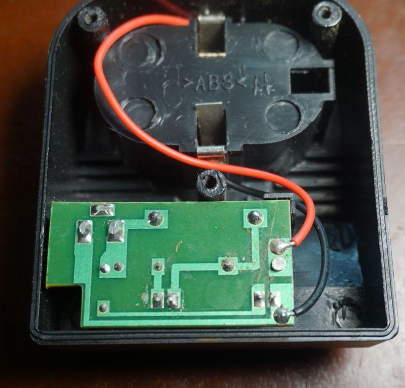 Wnętrze ładowarki baterii NiCd wkrętarki Bavaria BCD 18 2B czyli byle taniej