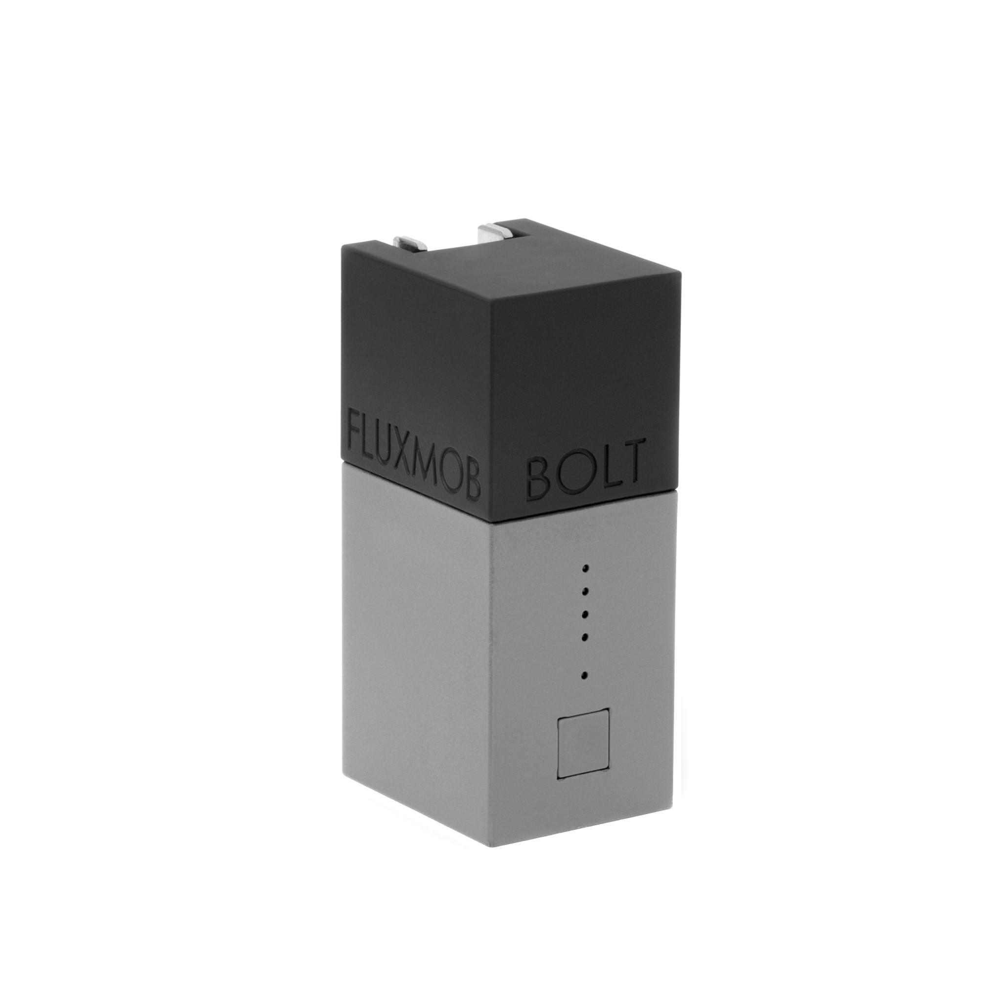 Fluxmob Bolt - �adowarka sieciowa i akumulatorowa w jednym
