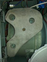 Ariston WMSD 723 - Mocowanie przeciwwagi - śpręzyny zamiast śrub