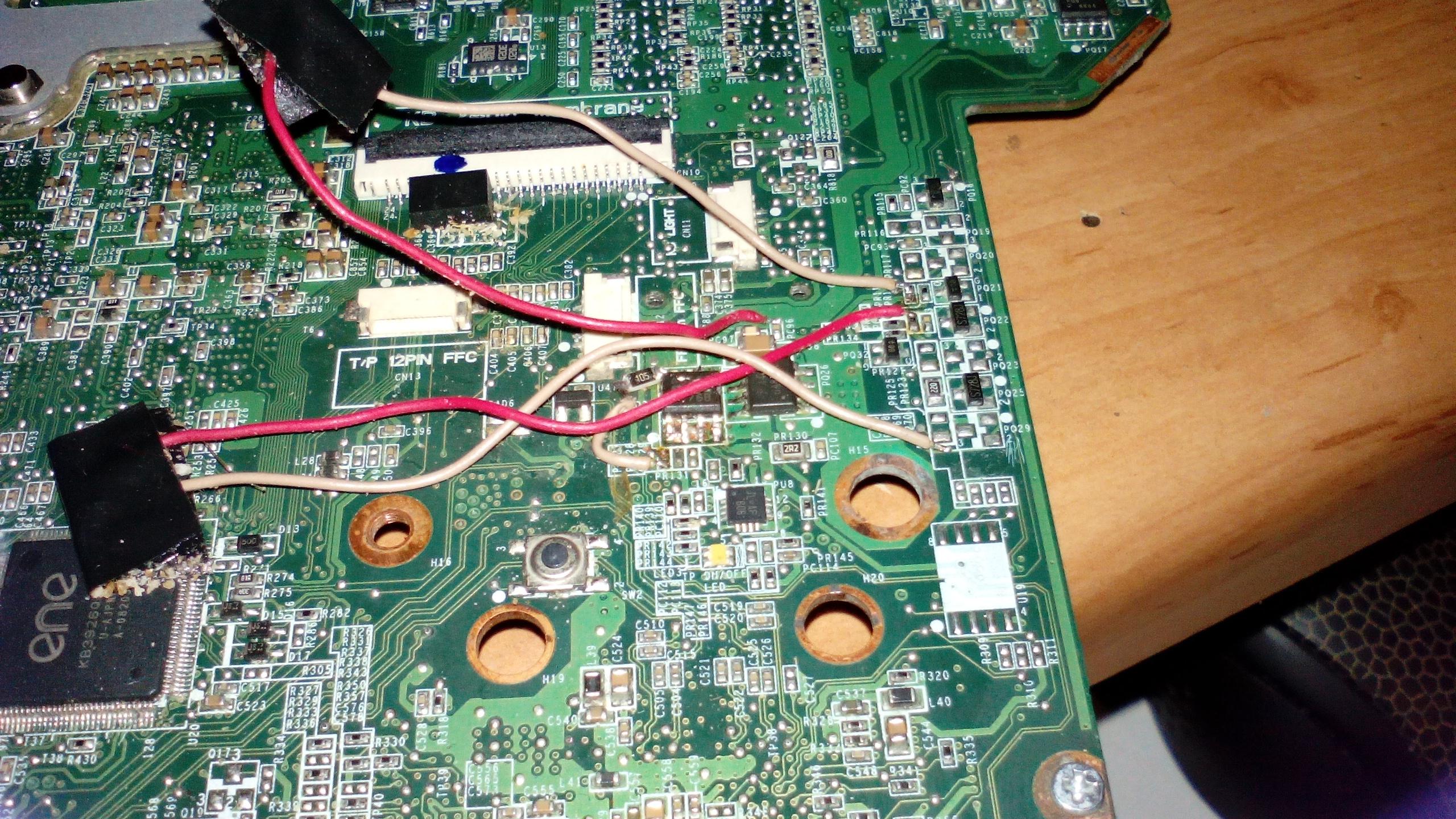 HP PAVILION dw5 1060ew - Po w��czeniu zapala si� tylko dioda zasilania. Zalany