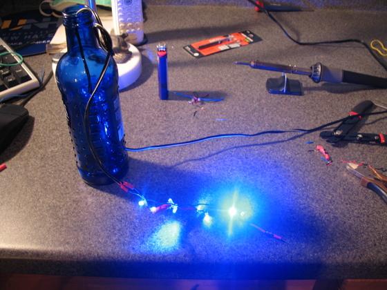 Efekt świetlny: Krystalicznie świecąca butelka