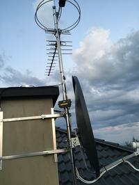 Czy taka instalacja odgromowa anteny ma sens?
