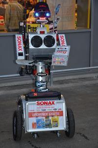 Robot Franek - zdalnie sterowany robot reklamowy
