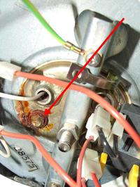 Boiler (elektryczny ogrzewacz wody) ZELMECH - kapie woda