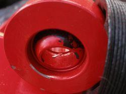 minikoparka - Czy powierzchnie cierne w okach i przegubach cylindra moga byc zal