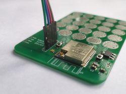 25-klawiszowy moduł z ESP32 wykorzystuje interfejs dotykowy układu