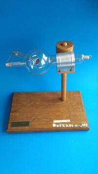 Uruchomienie szkolnej lampy rentgenowskiej