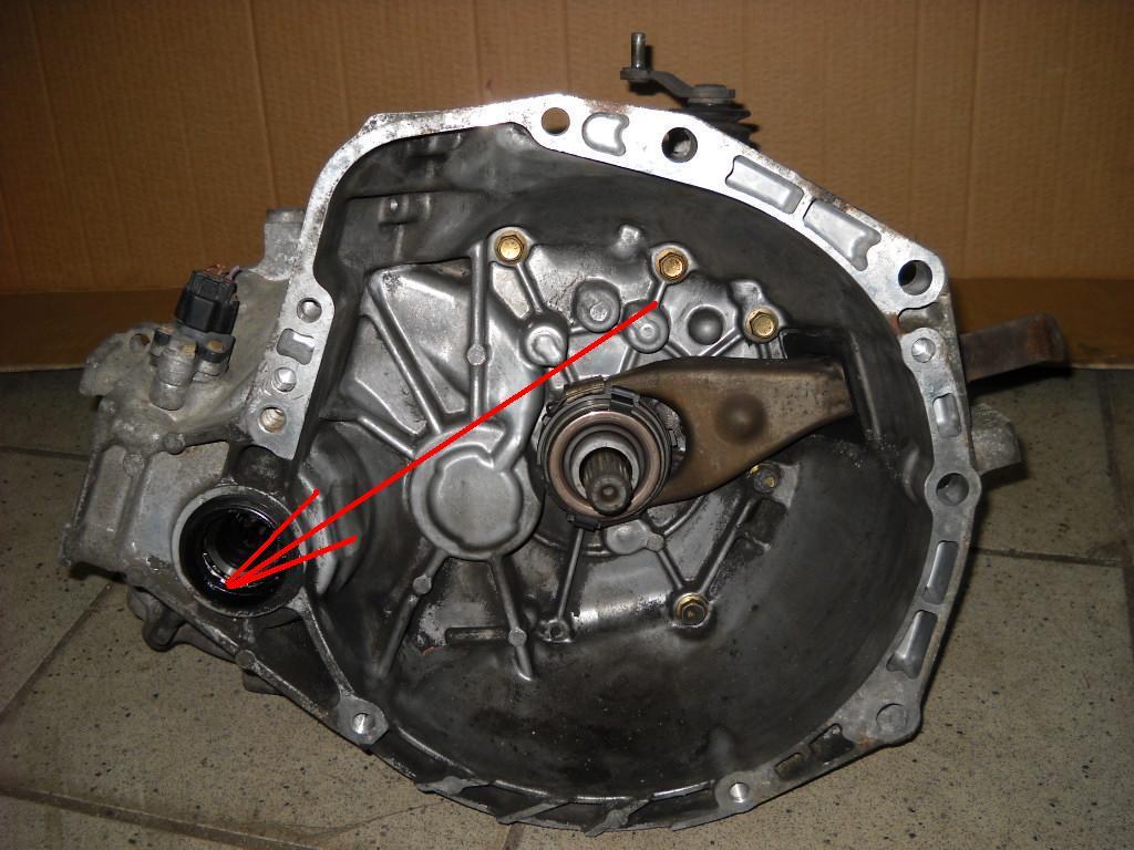 Toyota yaris 1,0  - Wyciek oleju ze skrzyni bieg�w
