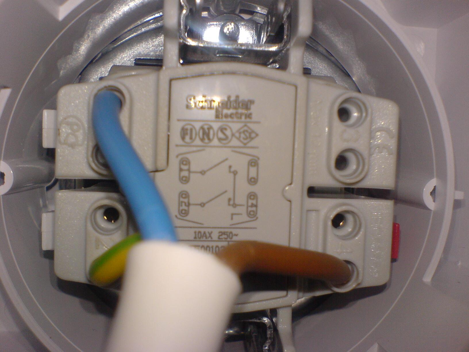 W��cznik zasilania pompy wody i o�wietlenia