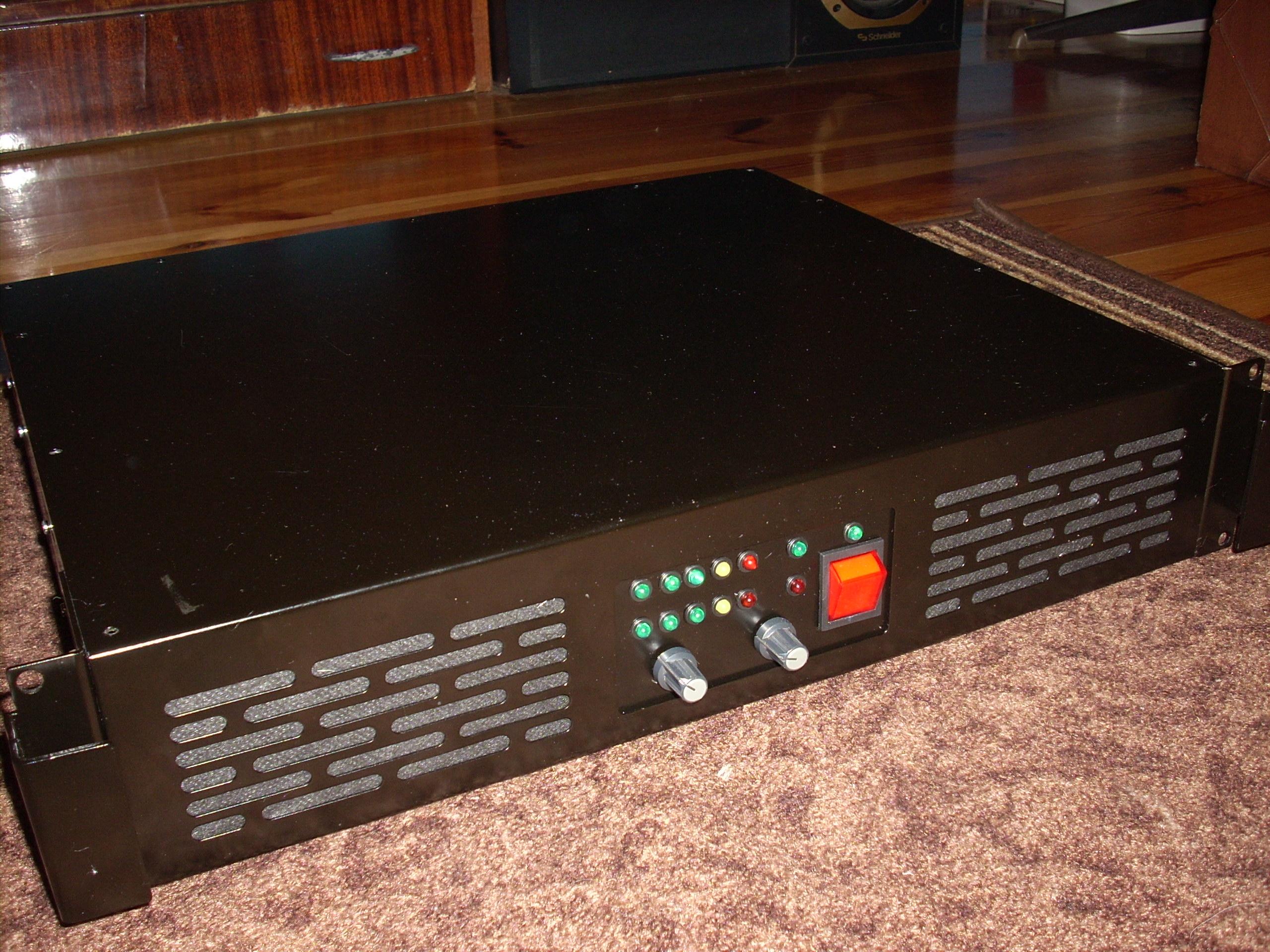 Wzmacniacz Holton 2*650W