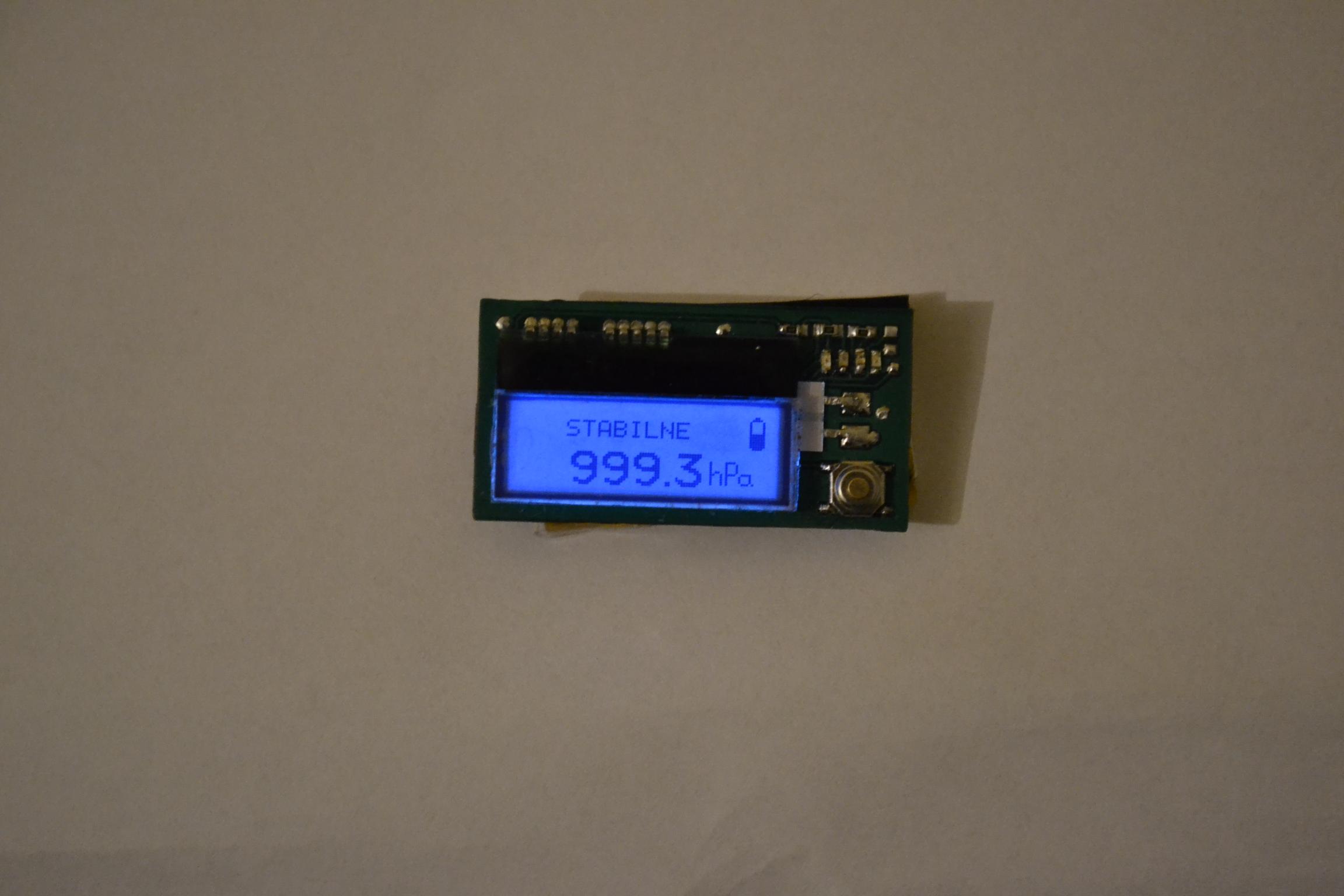 Mini barometr z wy�wietlaczem LCD i akumulatorkiem Li-pol na ATmega168PA