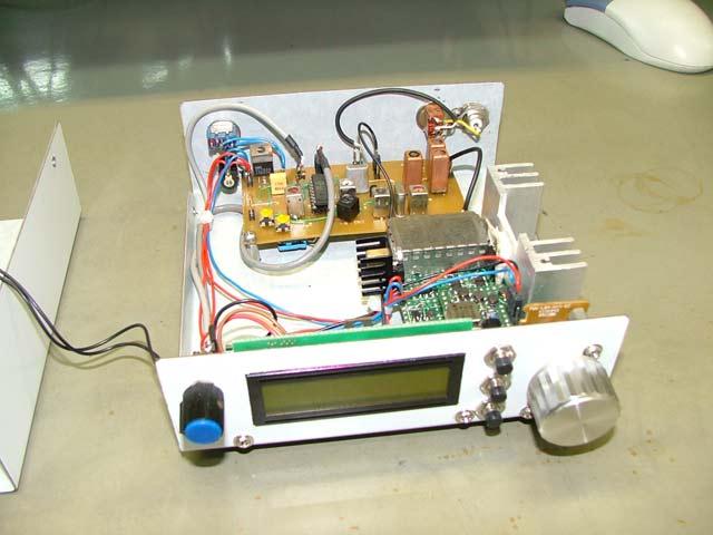 Odbiornik �wiatowy  SSB/CW/AM 0,1-30 MHz.