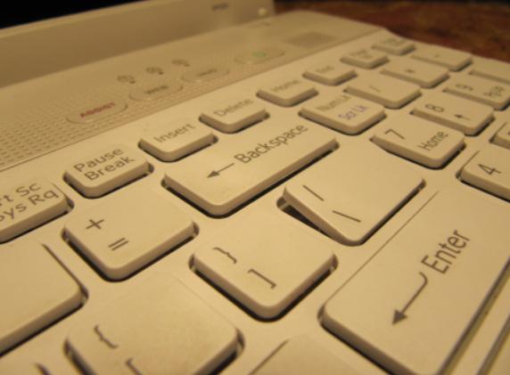 laptop sony vaio vpceh1m8e umieszczenie klawisza z powrotem (caps lock, slash)