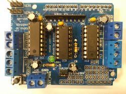 Shield na driverach L293D do 4 silników DC lub dwóch krokowych - Recenzja.