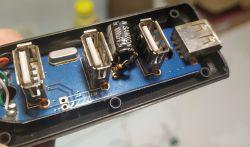 """Przeróbka taniego hub-a USB - przeciw """"wypadaniu"""" urządzeń"""