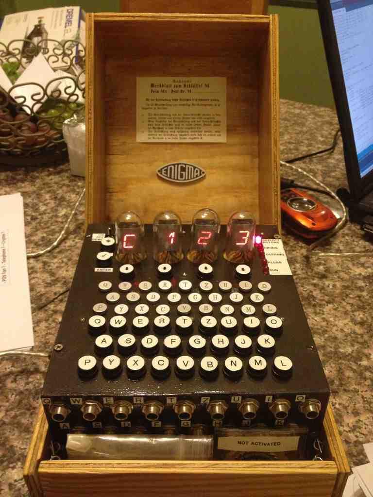 Replika maszyny koduj�cej Enigma M4 sterowana Arduino
