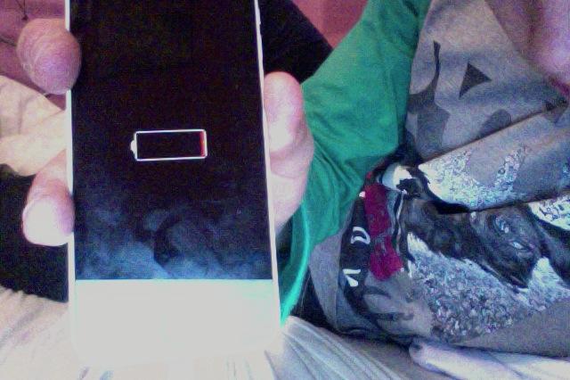 iPhone 5 - Telefon nie w��cza si�, symbol baterii