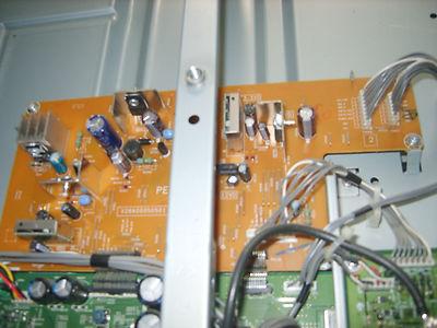 LCD Toshiba Regza 42A3000P - Po w��czeniu do pracy brak obrazu i d�wi�ku.