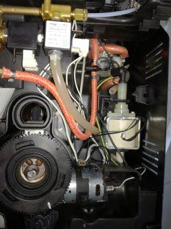 Ekspres ciśnieniowy Saeco Minuto HD8763 (słabo leci kawa)
