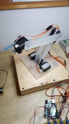 DUM-E - proste ramię robota oparte na Arduino Uno